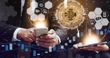 Į ką dabar geriau investuoti bitkoiną ar grynuosius pinigus?