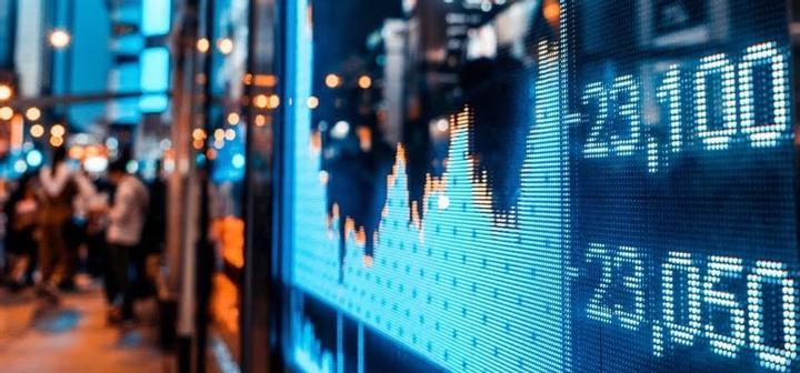 Kaip kinta akcijų kainos per rinkimus JAV?