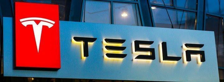 Tesla akcijos visuomet prekiautojų ir investuotojų dėmesio centre