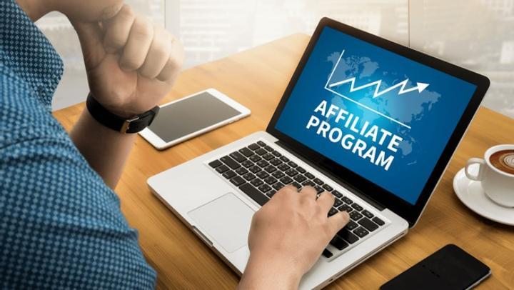 Пълно ръководство: Как да печелите от Форекс партньорски програми?