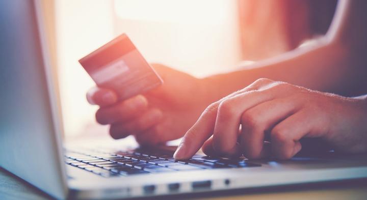 frais de dépôt via carte bancaire