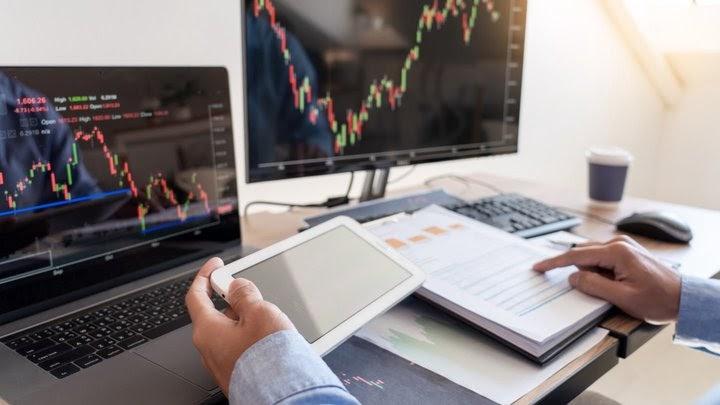 ¿Cómo invertir en acciones baratas?