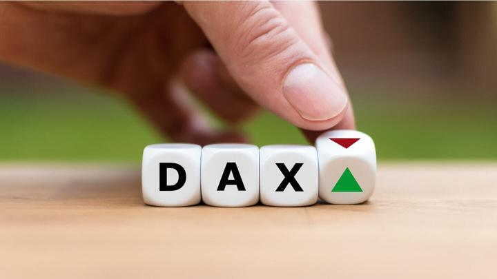 Disappointing PMIs and FED – DAX30 finally breaks below 12,800